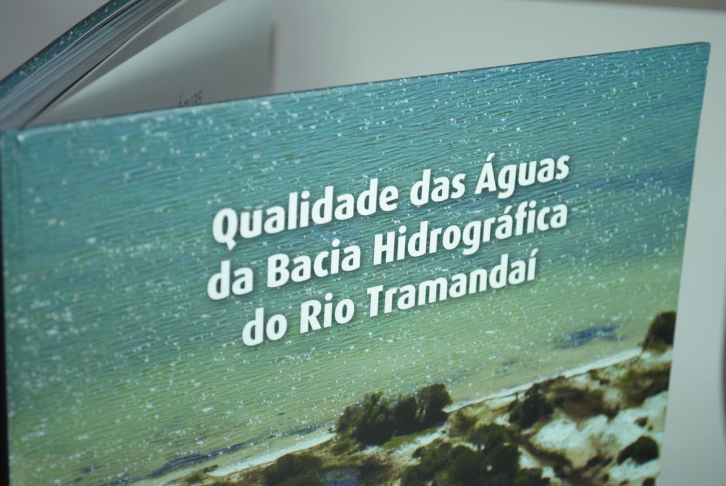 Livro Qualidade das águas da Bacia Hidrográfica do Rio Tramandaí - capa 1